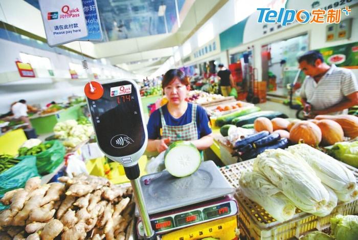 移动支付时代,用银行卡坐公交车、买菜是一种什么样的体验?